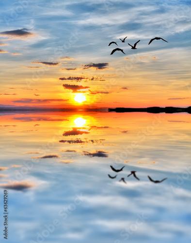 Fotobehang Een Hoekje om te Dromen cruzando el mar con el amanecer