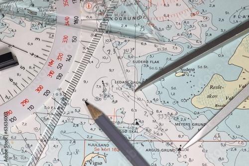 Leinwanddruck Bild Seekarte mit Navigationsinstrumenten