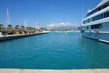 quai des milliardaires à Antibes