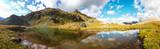 Panorama di montagna con lago