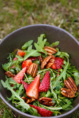 rucola strawberry salad