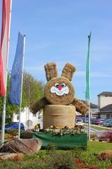 Osterhase aus Strohballen in der Steiermark