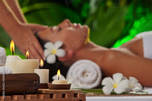 massage. focused on candles