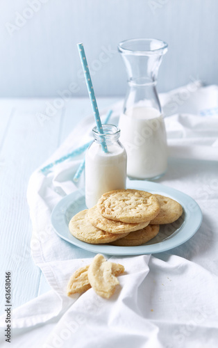 Butter Cookies with White Chocolate and Milk