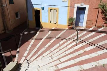 Rue en escaliers à Aubagne en Provence
