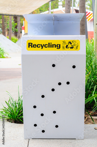 a recycling trashcan