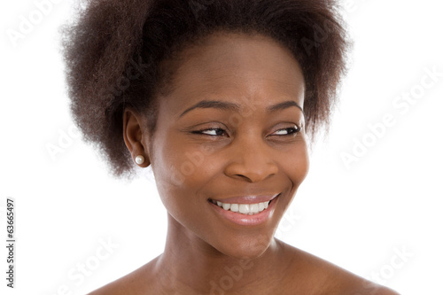 Gesicht einer lachenden dunkelhäutigen Frau