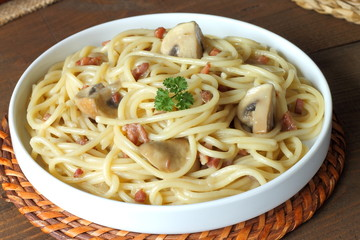 Noodles with mushrooms and prosciutto