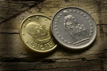 Euro vaticano y franco suizo