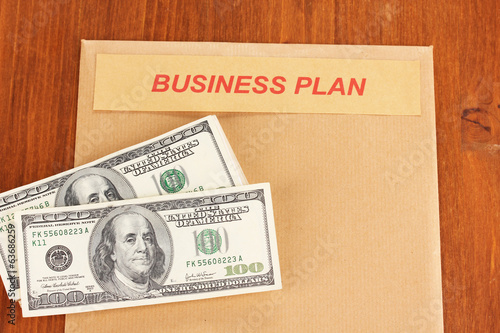 "Paper folder with the words ""business plan"""
