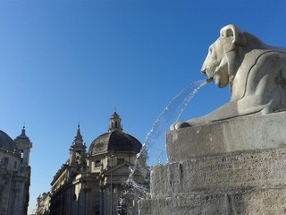 Fontana di forma leonina a Piazza del Popolo a Roma