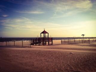 Parque infaltil en la playa