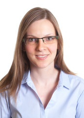 Portrait einer Frau mit Brille und blonden Haaren
