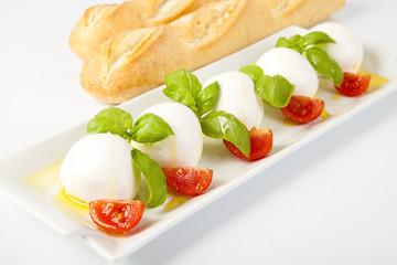 Mozzarelle fresche con pomodori e basilico