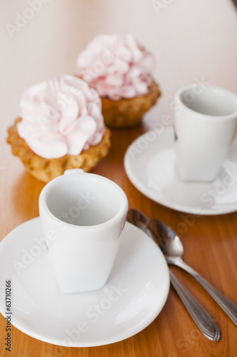 cream cakes and cups
