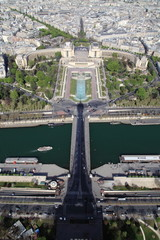 Ombra della torre Eiffel sul ponte d'Iéna e Trocadero