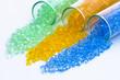 transparentes Kunststoff Granulat in Glasröhrchen