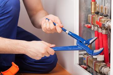 Repairing valves