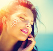 canvas print picture - Beauty Girl Applying Sun Tan Cream on her Face. Sun Tanning