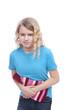 Kind mit Wärmflasche und Bauchschmerzen