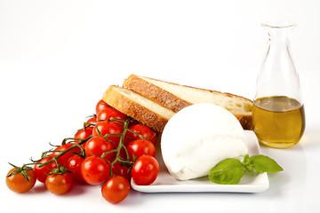 Gusto italiano; mozzarella di bufala con pomodoro,pane e l'olio