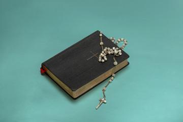 Gesangbuch mit Rosenkranz