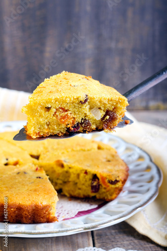 cornmeal dried fruit cake