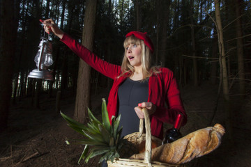 Rotkäppchen im Wald