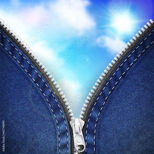Denim tło z otwartym zamkiem błyskawicznym i niebieskim niebem z chmurami