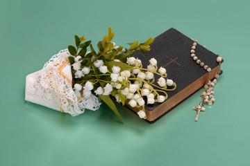 Gesangbuch mit Maiglöckchen