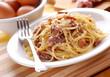 spaghetti alla carbonara con ingredienti intorno - 63758841