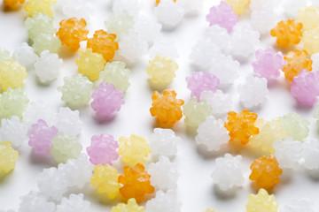 白背景に沢山の金平糖