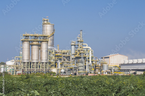Industrial plant with silos