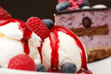 Vanilla ice cream with fresh raspberries
