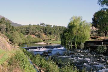 Pesquera en río Esperaban, Muela, Hurdes, España