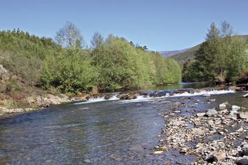 Pesquera en río Esperaban, Robledo, Hurdes, España