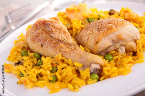 rice with pea and chicken leg