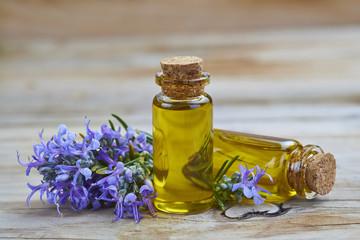 Aceite esencial de romero para uso cosmético y medicinal