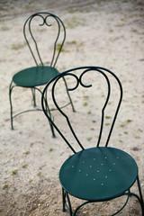 Chaises de jardin dans un parc