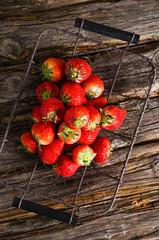 Erdbeeren, Drahtkorb, Schale