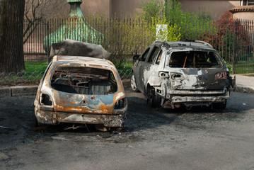 Automobili bruciate, vandalismo parcheggio, incidente