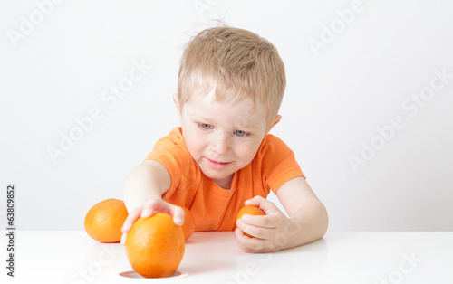 little boy with oranges, healthy food