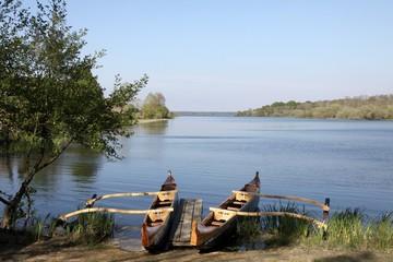 pirogue à balancier,sur les rives du lac de mimizan