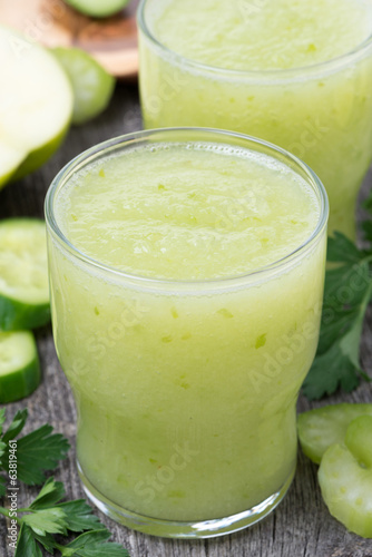Smoothies of green apple, celery and lime, close-up