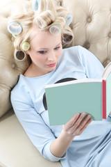 Relaks z ciekawą książką.