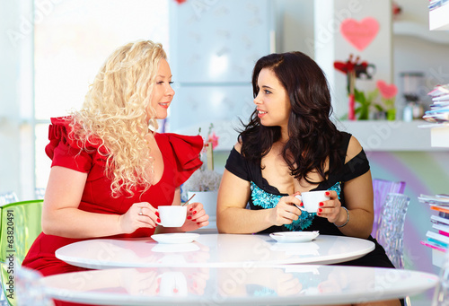 plus size women sitting in cafe