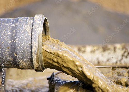Leinwanddruck Bild Mud flow from tube
