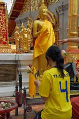 Wat Phra That Doi Suthep - thai girl, prayer