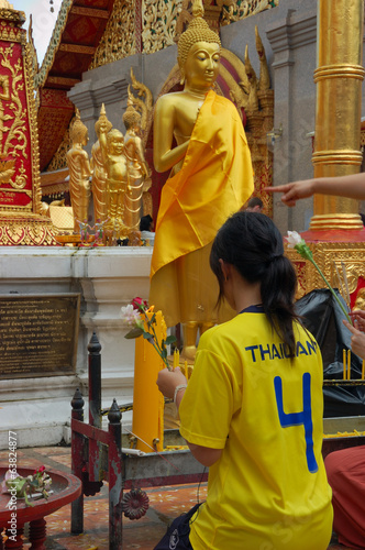 Wat Phra That Doi Suthep - thai girl, prayer