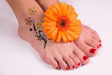 Flower tattoo on the legs.
